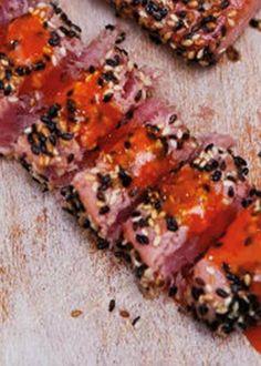 Atum em crosta de sésamo com maionese de pimentão