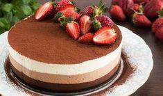 Υπέροχη, ανάλαφρη και αέρινη τούρτα με μους τριπλής σοκολάτας. Τραγανή βάση με μπισκότα όρεο, τρία ευάερα σοκολατένια στρώματα με πλούσια γεύση. Μια εύκολη