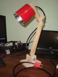 Luminária feita com madeira reaproveitada de pallets, com regulagem de altura e direção - Pintura personalizada (consulte cores disponíveis) - Acompanha lâmpada de 40w ! - Fio de 2m - Interruptor - Imagens Ilustrativas, podem haver variações quanto a cor e forma Wooden Crafts, Wooden Diy, Tin Can Lights, Desk Lamp, Table Lamp, Diy Light Fixtures, Battery Lights, Wood Lamps, Street Lamp