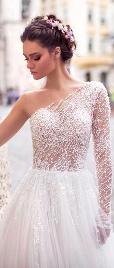 White wedding dress. All brides imagine finding the perfect wedding ceremony, but for this they need the ideal wedding dress, with the bridesmaid's outfits enhancing the brides dress. The following are a few suggestions on wedding dresses.