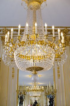 Country Chandelier, Antique Chandelier, Chandelier Lighting, Crystal Chandeliers, Palaces, Luz Artificial, Old Wood Floors, Grands Salons, Baroque Decor