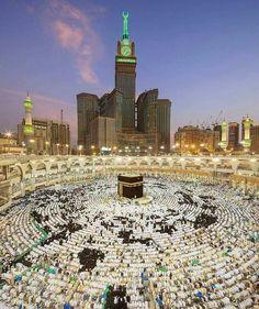 Salaah time Masjid-Al-Haram Makkah. Mecca Masjid, Masjid Al Haram, Mecca Wallpaper, Islamic Wallpaper, Islamic Images, Islamic Pictures, Islamic Messages, Mekkah, Coran Islam