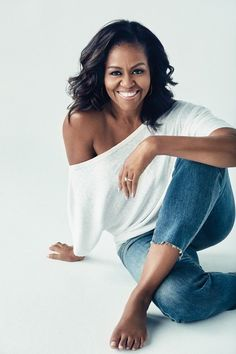 Becoming by Michelle Obama Michelle Obama Photos, Michelle Obama Fashion, Barack And Michelle, Michelle Obama Hair, Photographie Portrait Inspiration, First Ladies, Business Portrait, Badass Women, Photoshoot Inspiration