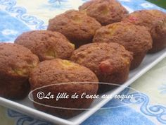 MUFFINS À LA SALADE DE FRUITS Croissants, Easy Desserts, Delicious Desserts, Dessert Aux Fruits, Blue Berry Muffins, Blueberries Muffins, Breakfast Muffins, Baking Cupcakes, Biscuits