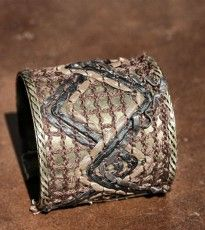 Brazalete ancho en cobre y cuero color marrón / http://onlyou.es/store/bisuteria#