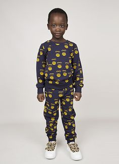 Sweatshirt with Gorilla print in Dark Blue. Rib at cuff, neckhole and bottom.  Composition: 95% Organic Cotton 5% Elastane. GOTS certified.
