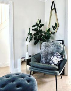 Corner decor for a living room #livingroom