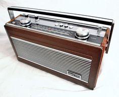 VINTAGE ROBERTS R900 FM/MW/LW RADIO Le Radio, Phone Sounds, World Radio, Radio Design, Retro Radios, Antique Radio, Radio Alarm Clock, Transistor Radio, Decoration