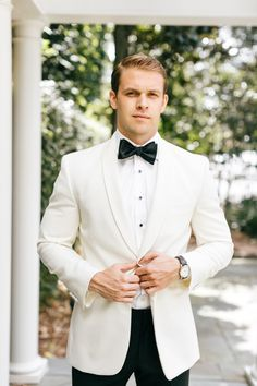 Classic Chic Black and White Wedding with Pops of Color – The Best Ideas Men's Tuxedo Wedding, White Wedding Suit, Wedding Suits, Wedding Attire For Men, Mens Wedding Tux, Wedding Black, Groom And Groomsmen Attire, Groom Suits, Navy Suits