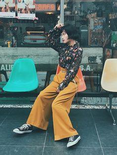 いよいよ秋本番!!今季、最も旬なカラーは「マスタードカラー」そんなトレンドカラーを取り入れてお洒落を楽しもう!!! Japan Fashion, 70s Fashion, Cute Fashion, Korean Fashion, Fashion Outfits, Girl Fashion, Trendy Outfits, Cute Outfits, Types Of Girls