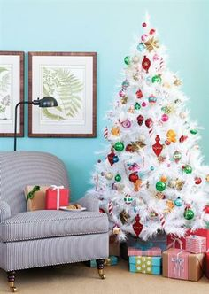 Winter White #Christmas Decor. How cheery and bright!