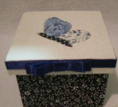 CAIXAS ARTESANAIS E OUTROS MIMOS: delicada caixa azul