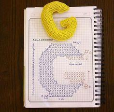 Alfabeto crochet - G Small Crochet Gifts, Crochet Diy, Crochet Amigurumi, Crochet Home, Amigurumi Patterns, Crochet Motif, Crochet Crafts, Crochet Stitches, Crochet Projects