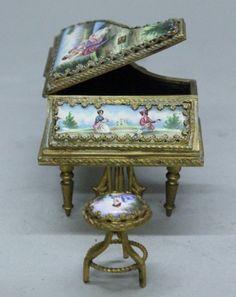 Viena Enamel Miniature ( Austria) — Piano and  Chair (650x819)