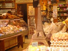 Rue Daguerre is a lively market street in Paris' 14th arrondissement, between Montparnasse and the Denfert-Rochereau area. Permanent vendors here sell everything from fresh fruit and produce to wine, meats and cheese, or hand-made pasta.