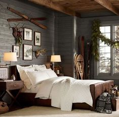 We already choose Extremely cozy and rustic cabin style living rooms, bedroom and overall Home Interior Design Inspirations. Mountain Cabin Decor, Mountain Bedroom, Lodge Bedroom, Rustic Master Bedroom, Cozy Bedroom, Home Decor Bedroom, Cabin Bedrooms, Bedroom Lamps, Bedroom Wall