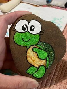 Pebble Painting, Pebble Art, Stone Painting, Rock Crafts, Craft Stick Crafts, Bear Coloring Pages, Painted Rocks Craft, Wood Burning Patterns, Rock Painting Designs