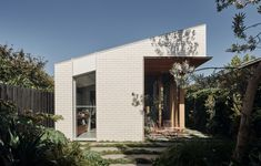 A Renovated Victorian Cottage That Unfolds In Waves Victorian Cottage, Victorian Terrace, Australian Architecture, Australian Homes, Brick Siding, Brick Facade, Architecture Awards, Modern Architecture, Garden Architecture