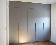 Grey bedroom wardrobe – by willion.hu #willion #minimal #minimalbedroomwardrobe #bedroomwardrobe #integratedhandle #furniturehandle