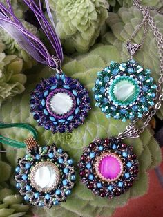 TUTORIAL Beaded Cabachon Pendants with Bicone beads.