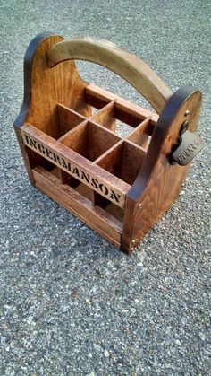 Wooden Beer Holder w/ Bottle by RensCustomFurniture Diy Wood Projects, Wood Crafts, Woodworking Crafts, Woodworking Plans, Wooden Beer Caddy, 6 Pack, Wood Creations, Christmas Wood, Bottle Holders
