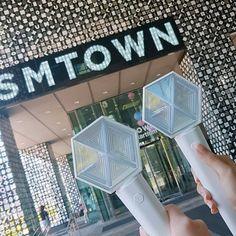 Lightstick Exo, Kpop Exo, Chanyeol, Kpop Merch, Chinese Boy, Boy Groups, Explore, Fangirl, Pretty