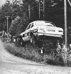 ra 25º Rally 1000 Lagos 1975 (Finlandia), oooops! Jussi Kynsilehto-Martin Holmes ,Ford Escort MKI 1600, Retirado por accidente en el tramo de Raikuu (SS23).