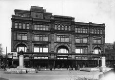 Grand magasin Morgan's (devenu La Baie- 587 rue Sainte-Catherine Ouest, entre les rues Union et Aylmer)