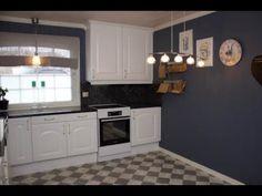 STOR GUIDE & VIDEO - Se hvordan du pusser opp kjøkkenet med kontaktplast!  Perfekt for deg som liker å bytte farger med trendene, har møbler som trenger litt kjærlighet, har lite budsjett eller leier.  www.lindasdekor.no  #lindasdekor #oppussing #inspirasjon #hjem #diy #gjørdetselv #interiør #kontaktplast #selvklebendefolie #folie #dekorplast #kjøkken #kjøkkeninspirasjon #kjøkkenoppussing #kjøkkenskap Kitchen Cabinets, Home Decor, Kitchen Cupboards, Homemade Home Decor, Decoration Home, Kitchen Shelves, Interior Decorating
