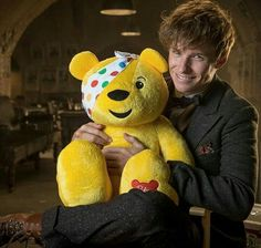 Eddie Redmayne en 'Children in Need' Harry Potter, Eddie Redmayne Funny, Newt Scamander Costume, Hogwarts, Pics Art, Fantastic Beasts And Where, Pictures Of The Week, Children In Need, Funny Moments