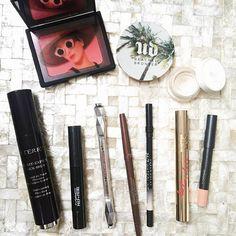 Easy Saturday face! Make simples e ótimo para sábado - pele natural com um pouco de bronzer, blush e iluminador, olho com lápis marrom, bege na linha d'água e rímel e batom nude!