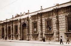 Vista de la antigua Casa de los Mascarones ubicada en la Ribera de San Cosme, en una imagen de la década de los veinte. El ícono de la cercana estación del Metro San Cosme representa uno de los hermosos balcones que adornan este emblemático inmueble Colección Villasana-Torres