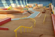 Found on Bing from www. Skate 3, Skate Ramp, Skate Board, Halle, Roller Rink, Sport Park, Skateboard Design, Parking Design, College Tips