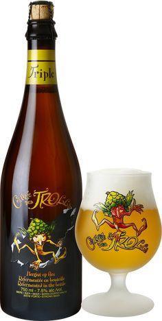 Cuvée des Trolls Triple | De Cuvée des Trolls Triple is een blond bier met een lichte sluier door de hergisting. Het bier biedt de frisse aroma's van geel fruit. In de neus verrassen de impressies van onrijpe appel en citrus (siaasappel, mandarijn) binnen een rijk en complex aromatisch palet. Het is een volmondig, nauwelijks bitter en vrij droog bier waarin je een ondertoon van citrus (sinaasappel-mandarijn) proeft. Zeer dorstlessend in de afdronk. More Beer, Wine And Beer, Beers Of The World, Belgian Beer, Beer Brands, Beer Packaging, Beer Recipes, Beer Label, Craft Beer