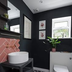 What a genius combination of bold navy walls and pink metro tiles! Five stars from us! . Photo: Simon Maxwell . #home #interior #bathroom #small #navy #pink #metro #metrotile #pinktile #navybathroom #navywalls #cloakroom #modern #bold #interiorinspo #interiordesign #inspiration #ideas