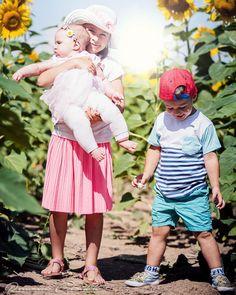The bigger family the bigger love joy and happiness..   #lovephoto  #kidsofig #kidsphotography #childrenphotographer #siblinglove #sunflowers #photoshoot #babyboy #babygirl #goodlight #urmince #love #family #lovetime #childrenphotograph  #portraitoftheday #portrait #rodinnefoto #topolcany #fotograf #lovemoment #familyportrait #familyphotography #familyphotographer #editorialphotography #editorialphotographer #familyportrait #happycouple #familyphotoshoot #kidsphotographer… Love Time, Joy And Happiness, Big Love, Photographing Kids, Big Family, Love Photos, Outdoor Photography, Sunflowers, Children Photography