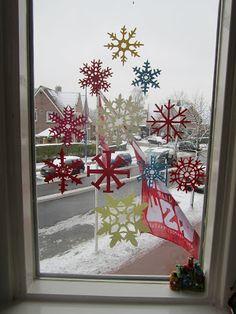 papieren sneeuwvlokken knippen