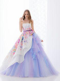 Pin de gabi dias em moda dresses, gowns e prom dresses Quinceanera Dresses, Prom Dresses, Formal Dresses, Wedding Dresses, Printed Wedding Dress, Floral Wedding, Pretty Outfits, Pretty Dresses, Beautiful Gowns