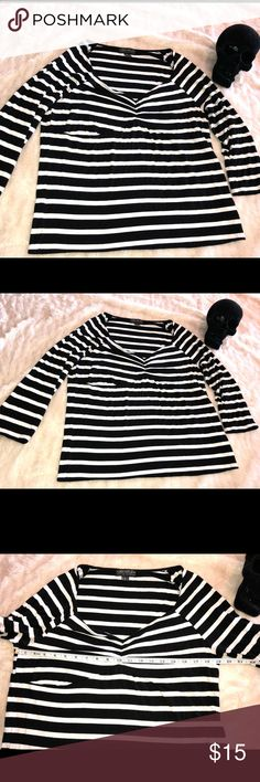 Forever 21 striped plus size top 3x sweetheart Gently worn black and white/offwhite striped plus size top from forever 21 3x. Has cute sweetheart/darting detail and I would say 3/4 sleeves. This item does have light pilling on it  All items come from smoke free home. 🐺Husky friendly environment. All items are kept in plastic containers, but shed happens 😊 Forever 21 Tops