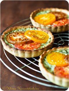 Tomatentartelettes mit Ziegenkäse-Basilikum-Creme | Kleiner Kuriositätenladen