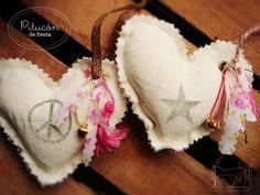 Souvenirs Corazon De Tela Para Colgar Con Estampa - $ 29,00 en MercadoLibre Slippers, Tags, Crochet, Crafts, Fashion, Charms, Vestidos, Fasteners, Garlands