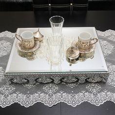 Aynalı sunum tepsisi gümüş renk jardinyer 30x40cm ürünü, özellikleri ve en uygun fiyatların11.com'da! Aynalı sunum tepsisi gümüş renk jardinyer 30x40cm, dekoratif objeler kategorisinde! 284