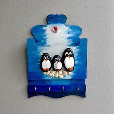 #anahtarlık #hediyelik #penguins #evhediyesi #taşboyama #taşboyamasanatı #mavi #hobi #ahsapboyama #stonepainting . . boyutlar / 18×28 cm . fiyatı / 50 TL