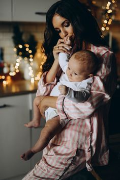 Épinglé par khrisi sur kiddos future baby, baby momma et bab Baby Momma, Mom And Baby, Mommy And Me, Baby Kids, Baby Baby, Cute Family, Family Goals, Family Life, Baby Pictures