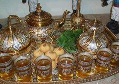 VA invit cu mare drag la un pahar de ceai Moroccan Theme, Moroccan Style, Votive Candle Holders, Votive Candles, Aid El Fitr, Tea Culture, Tea Glasses, Mint Tea, Copper Art