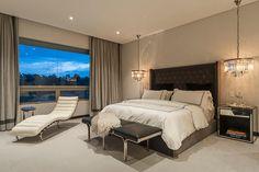 DEPARTAMENTO EN LOMAS: Recámaras de estilo clásico por HO arquitectura de interiores Awesome Bedrooms, Little Houses, My House, Beautiful Homes, Furniture, Master Bedrooms, Bed Room, Home Decor, Bedroom Ideas