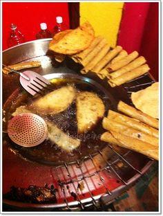 Una típica cenaduría de Guadalajara... tacos dorados, quesadillas y flautas!