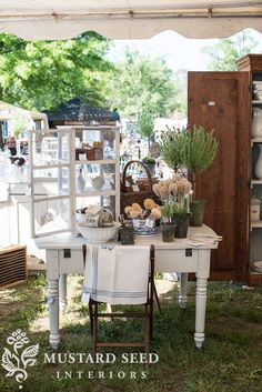 """Five secrets to success when selling at an antique market by Miss Mustard Seed. antiques market my five """"secrets to success"""" when selling at an antique market - Miss Mustard Seed Vintage Booth Display, Antique Booth Displays, Antique Mall Booth, Antique Booth Ideas, Vintage Store Displays, Flea Market Displays, Flea Market Booth, Flea Markets, Shop Displays"""