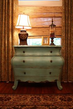 love this furniture just needs glass knobs.