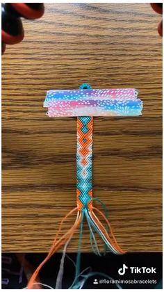 Diy Bracelets Patterns, Yarn Bracelets, Diy Bracelets Easy, Bracelet Crafts, Bracelet Designs, Handmade Bracelets, Embroidery Floss Bracelets, Diy Friendship Bracelets Tutorial, Diy Friendship Bracelets Patterns